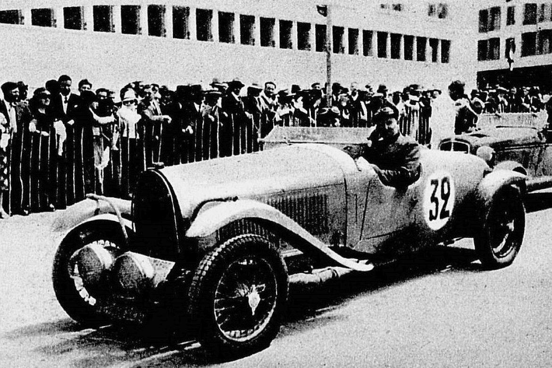 Jean_Trévoux,_vainqueur_du_rallye_de_l'Automobile_Club_du_Maroc_en_mai_1935_sur_Bugatti_3L